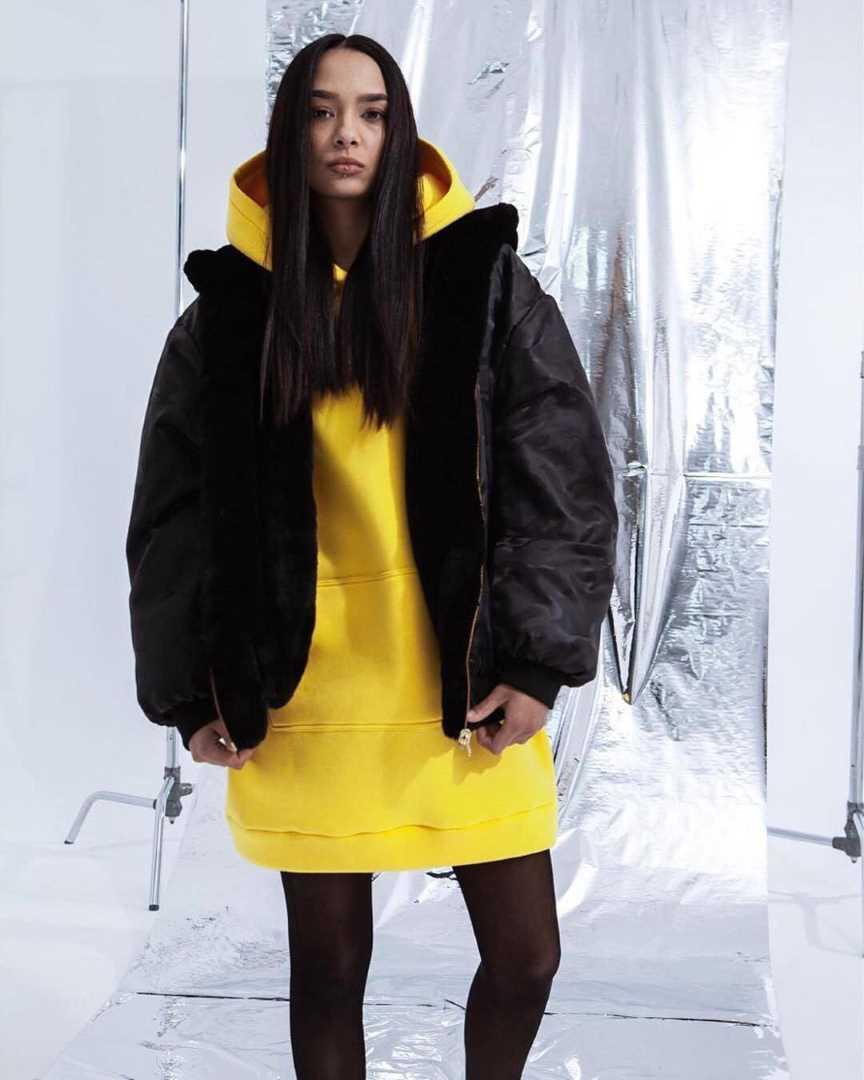 Двусторонняя куртка-бомбер из эко меха